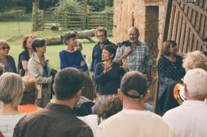 Isabel Banal explicant el seu treball
