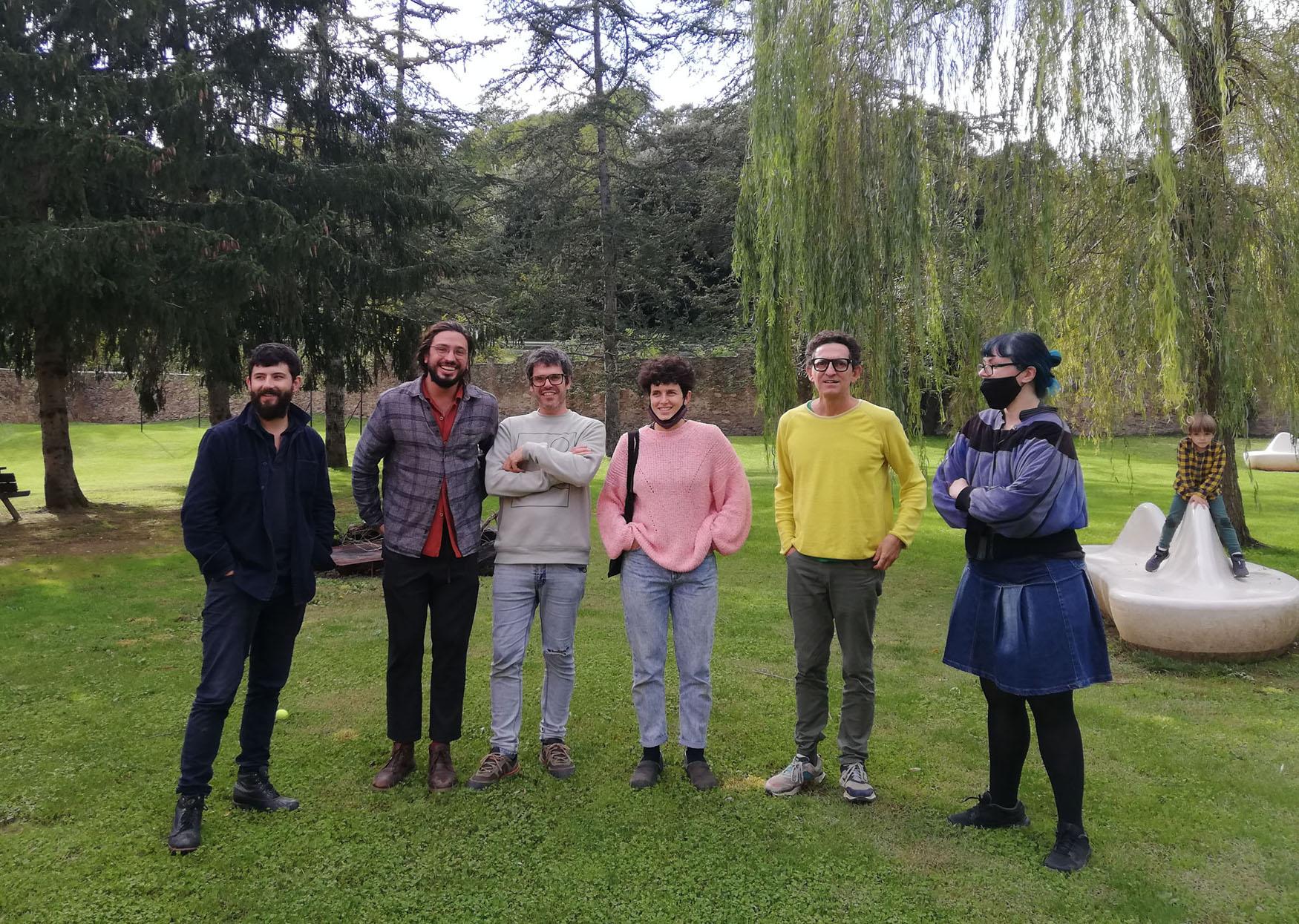 Retrat de grup. D'esquerra a dreta, Oscar Holloway, Francesc Ruiz Abad, Iñaki Alvarez, Ariadna Rodríguez, Gino Rubert i Marla Jacarilla. Bianyal 2020