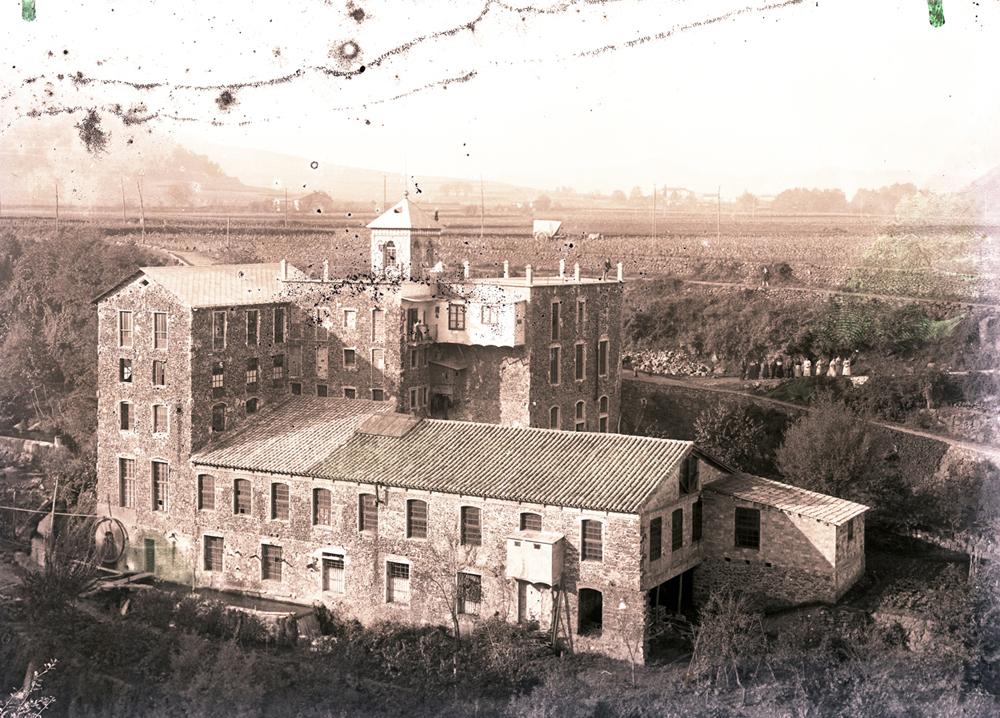 Vista general de la fàbrica de can Sabata (1912-1930). Foto Gotarde. ACGAX